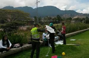 Niños elevando cometa - Foto: Oficina de Prensa Policía Metropolitana de Bogotá