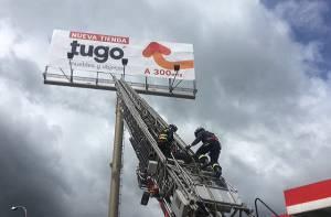 Desmonte publicidad ilegal - Foto: Prensa Secretaría de Ambiente