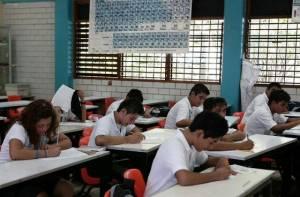 Estudiantes en un salón de clases - Foto: Alcaldía Local de Usaquén