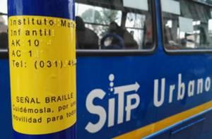 Señales Braille SITP - Foto: Transmilenio