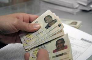 Entrega de cédulas - Foto: www.elespectador.com