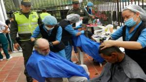 Jornadas de aseo a habitantes de calle - Foto: Vanguardia Liberal