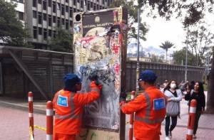 Limpieza señales turísticas - Foto: Prensa IDT