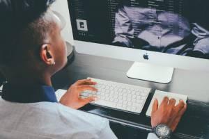 Trabajo para operadores de medios tecnológicos - Foto: Pixabay