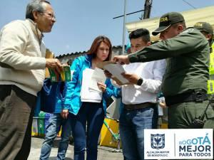 Alcaldesa de Teusaquillo con la Policía Metropolitana de Bogotá en el parqueadero El Campín -Foto: Alcaldía Local de Teusaquillo