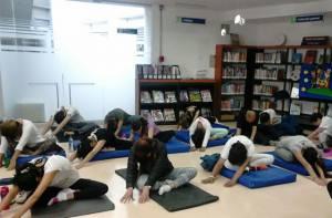 Asista a las clases gratis de yoga en el Campín