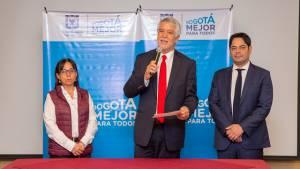 Firma contratos esquema aseo - Foto: Comunicaciones Alcaldía / Andrés Sandoval