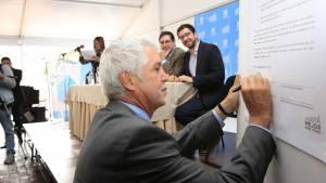Firma pacto Me la Juego por la 100 - Foto: Comunicaciones Alcaldía Bogotá / Diego Bauman