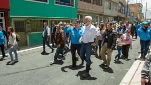 Alcalde Peñalos en un recorrido por la localidad de Bosa - Foto: Alcaldía Bogotá