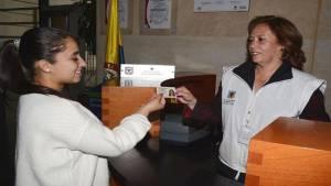 Entrega de documentos extraviados - Foto: Secretaría de Gobierno