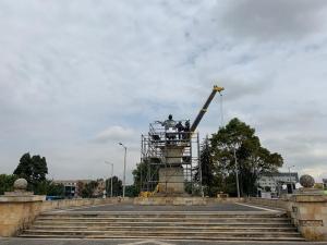 La primera de ellas es la escultura en honor a Isabel la católica y Cristóbal Colón, ubicada en la Avenida El Dorado. Foto: IDPC
