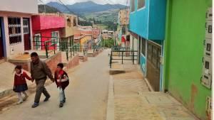 Mejoramiento de vía en el barrio Puerta al Llano - Foto: Caja de Vivienda Popular
