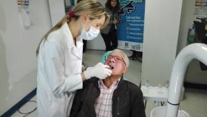 Durante 45 minutos, médicos del hospital implantaron una membrana en el paladar inferior de Luis Hernando Durán.
