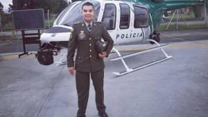Patrullero salva habitante de calle - FOTO: Prensa PONAL