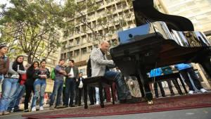 Un piano rompió con la cotidianidad de la carrera Séptima - FOTO: Prensa Alcaldía Mayor de Bogotá