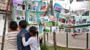 En Potosí, niños exponiendo el trabajo de sus barrios - Foto: Secretaría de Cultura