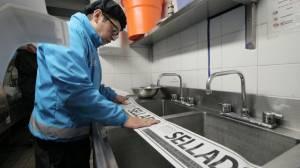Los restaurantes conducían sus aguas residuales a la red de alcantarillado pluvial.