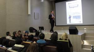Daniel Mejía, en conversatorio con estudiantes de la Universidad del Rosario.