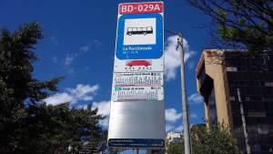 Nueva señalización en paraderos de buses duales de TransMilenio - Foto: Prensa TransMilenio