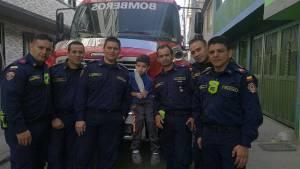 Bomberos de Bogotá salvan la mano de niño de 7 años. Foto: Canal Capital