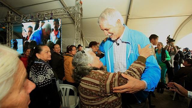 Alcalde con adultos mayores en Parque El Tunal - Foto: Prensa Alcaldía Mayor/ Diego Bauman