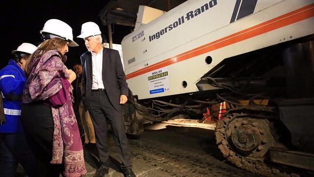 Alcalde con brigada tapahuecos - Foto: Prensa Alcaldía Mayor / Diego Bauman