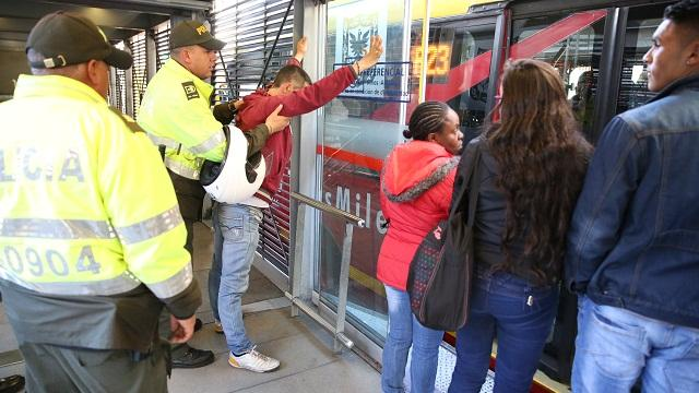 Colados en TransMilenio - Foto: Prensa Alcaldía Mayor de Bogotá