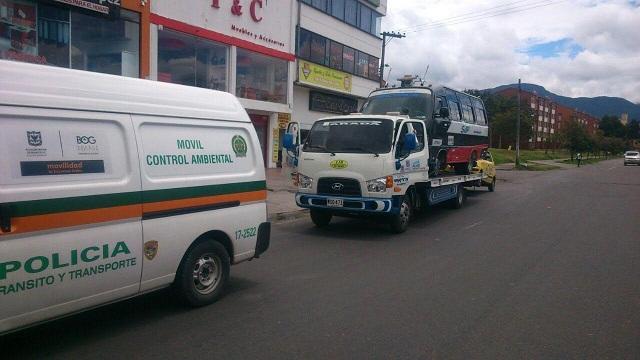 Controles buses chimeneas - Foto: Prensa Secretaría de Ambiente