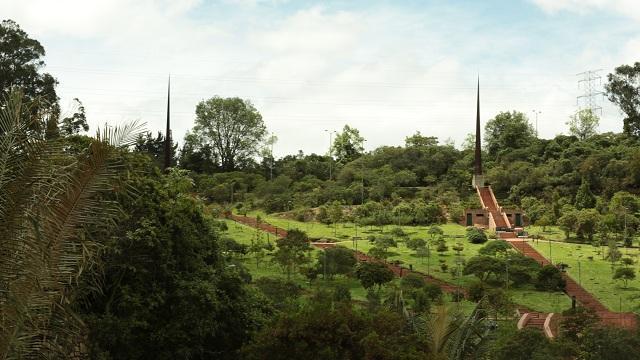 Obeliscos parque Mirador de los Nevados - Foto: Diego Bauman - Alcaldía Mayor de Bogotá