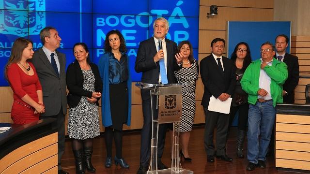 Acuerdos con pequeños transportadores - Foto: Comunicaciones Alcaldía Bogotá / Diego Bauman