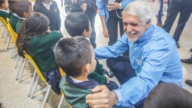 Alcalde con estudiantes de Ciudad Bolívar - Foto: Prensa Alcaldía Mayor  / Diego Bauman