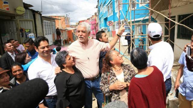 Alcalde Peñalosa con los habitantes de la ciudad