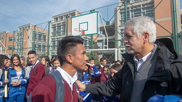 Alcalde Peñalosa da bienvenida a clases en colegios públicos - Foto: Comunicaciones Alcaldía / Andrés Sandoval