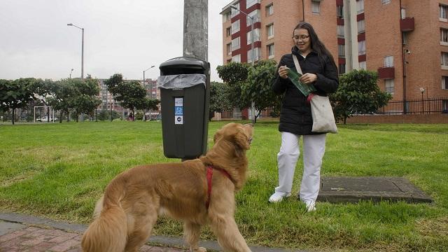 Instalación de canecas de basura en Bogotá - Foto: Prensa Acueducto Bogotá