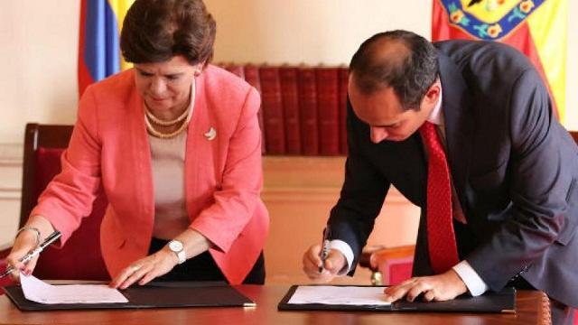 Firma convenio consurso de méritos oficina de control interno - Foto: Comunicaciones Alcaldía de Bogotá