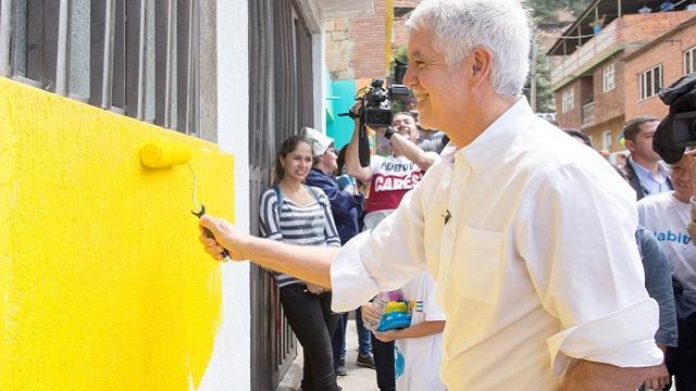 Embellecimiento de fachadas barrio Las Acacias - Foto: Comunicaciones Alcaldía Bogotá / Andrés Sandoval