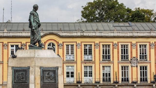 La estatua de Bolívar recupera su espada - Foto: IDPC