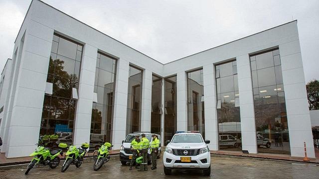 Alcalde Peñalosa entrega estación de Policía en Usaquén