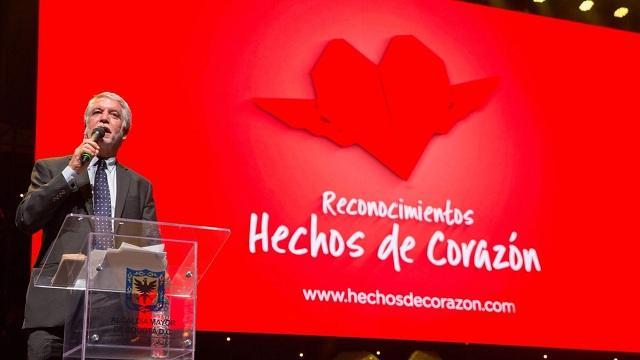 """Con reconocimiento """"Hechos del corazón"""", alcalde Peñalosa exalta la labor de funcionarios de la salud"""