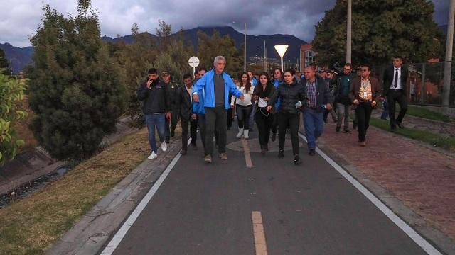 Alcalde Enrique Peñalosa entregando obras en Antonio Nariño