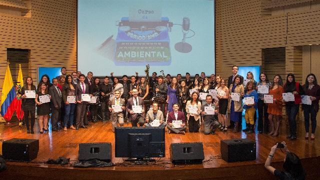 Graduados del curso de periodismo ambiental impartido por la Alcaldía Mayor. Foto: Andrés Sandoval