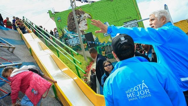 Alcalde Peñalosa adelantó un recorrido por Ciudad Bolívar - Foto: Comunicaciones Alcaldía / Diego Bauman
