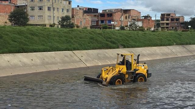 Jornada para recuperar la ronda del río Fucha. Foto: Aguas de Bogotá