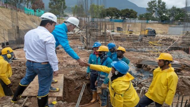 Alcalde Enrique Peñalosa visitó las obras del Centro Felicidad en San Cristóbal