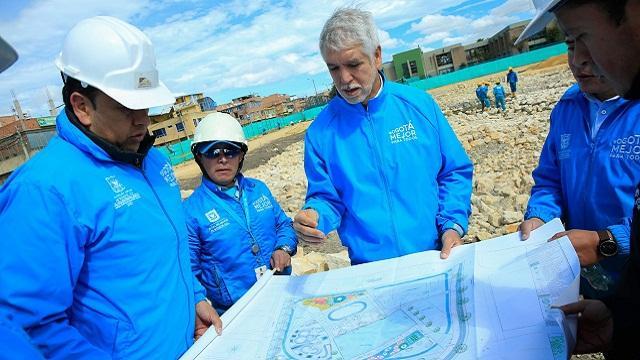 Supervisión de obras en Bosa - Foto: Comunicaciones Alcaldía Bogotá / Diego Bauman