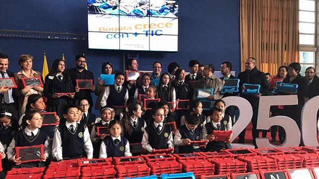 El regalo tecnológico con el que el Distrito llegó a 286 colegios oficiales. Foto: Consejería TIC