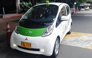 Imagen relacionada a la noticia Lanzan vehículo para medir el aire en Bogotá