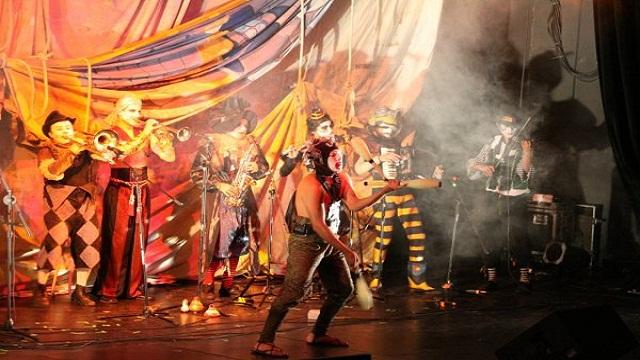 grov ledsagare dansa i Uppsala